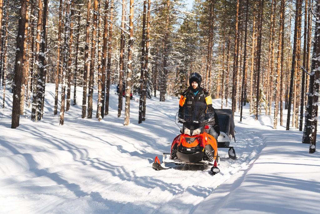 Easy snowmobile safari
